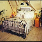 iron beds /Colony King Size