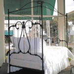 iron beds / canopy