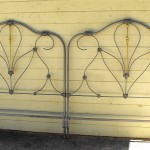 iron bed /Raised Footboard