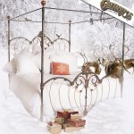 iron bed/Christmas