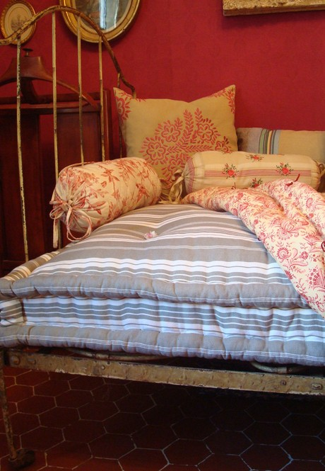 Old Fashioned Mattress Cathouse Antique Iron Beds